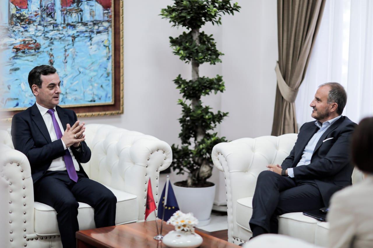 Ambasadori i Delegacionit të Bashkimit Evropian në Tiranë, SH.T.Z. Luigi Soreca, ishte të mërkurën në Gjykatën e Lartë për të zhvilluar një takim pune me Zëvendëskryetarin e kësaj gjykate Z. Sokol Sadushi.