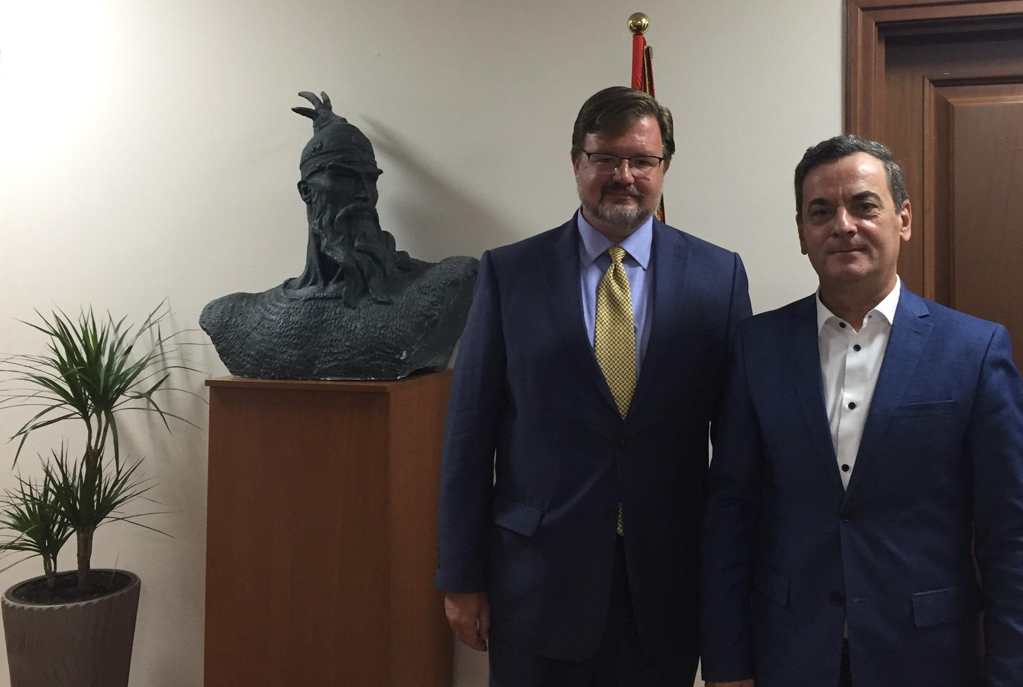 Ben Rockwell, Drejtori i Çështjeve Ndërkombëtare të Drogës dhe Zbatimit të Ligjit, u takua me Zëvendëskryetarin e Gjykatës së Lartë, Gjyqtarin Sokol Sadushi për të biseduar mbi mbështetjen e qeverisë së Shteteve të Bashkuara për reformën në drejtësi.