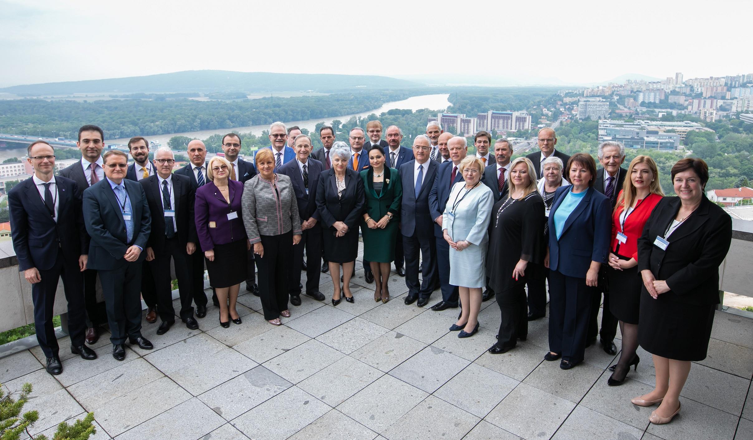 Kryetari i Gjykatës së Lartë Z. Xhezair Zaganjori ka marrë pjesë në Konferencën e IX Vjetore të Kryetarëve të Gjykatave të Larta të Evropës Qendrore dhe Lindore, e cila zhvilloi punimet këtë vit në Bratislava, Sllovaki në datat 27-28 Maj 2019