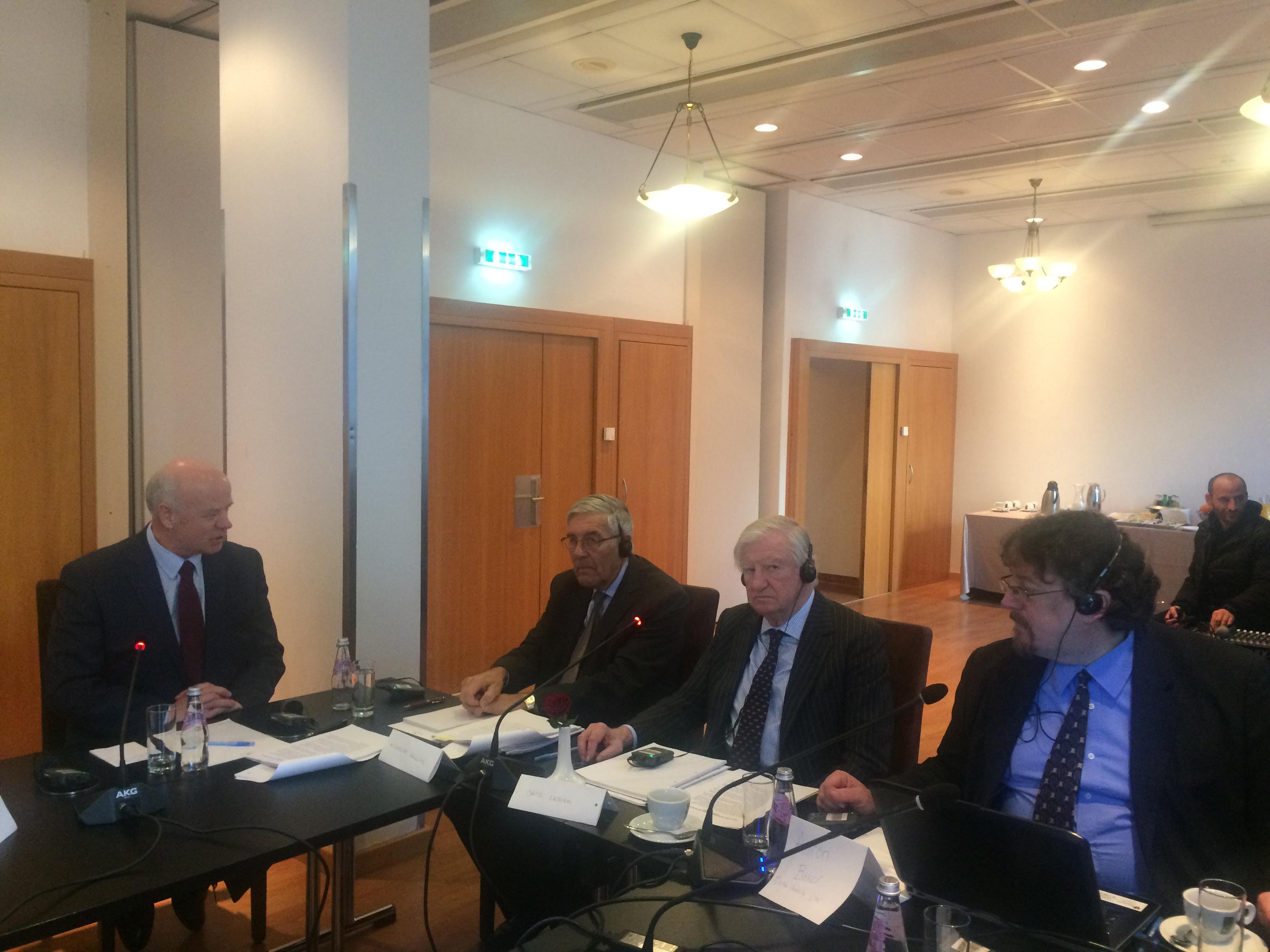 """""""Bashkëpunimi ndërkombëtar në fushën e drejtësisë"""" ishte tema e Tryezës së Rrumbullakët organizuar me mbështetjen e Fondacionit Slynn, Ambasadës Britanike në Tiranë dhe Gjykatës së Lartë të Republikës së Shqipërisë"""